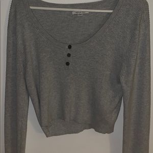 A crop top long sleeve